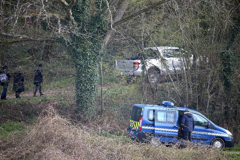 Les gendarmes recherchent le corps d'Estelle Mouzin le 7 avril 2021 à Issancourt-et-Rumel (Ardennes)
