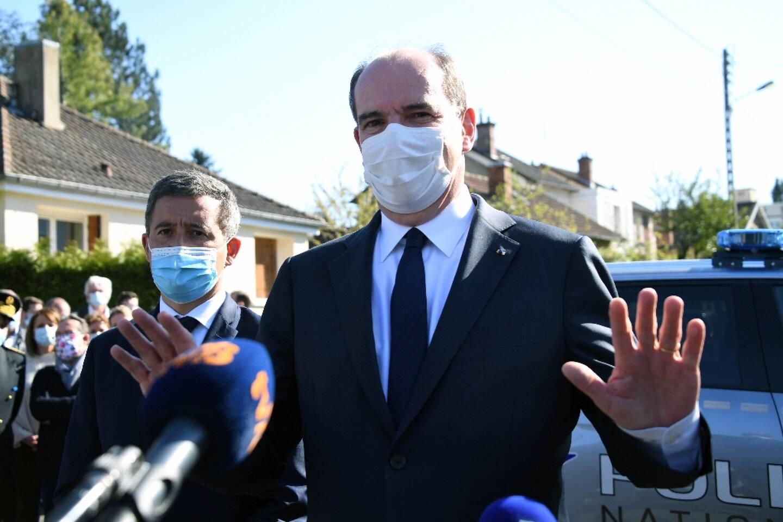 Le Premier ministre Jean Castex s'adresse aux médias à Rambouillet (France) après le meurtre d'une fonctionnaire de police le 23 avril 2021