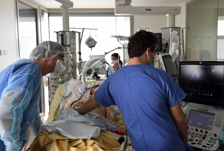 Unité de soins Covid à l'hôpital de l'AP-HP Ambroise Paré à Boulogne-Billancourt, le 8 mars 2021