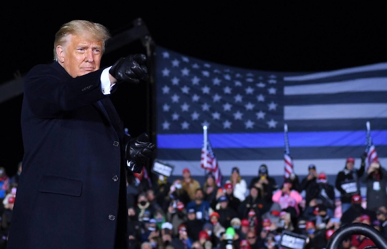 Le président américain Donald Trump lors d'un meeting de campagne à Waukesha, dans le Wisconsin, le 24 octobre 2020