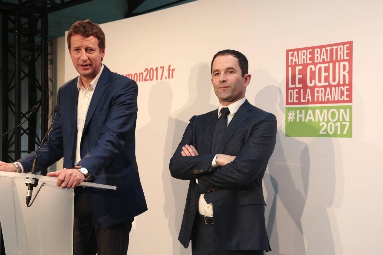 Benoît Hamon (d) et Yannick Jadot, lors de la dernière campagne présidentielle, le 26 février 2017 à Paris