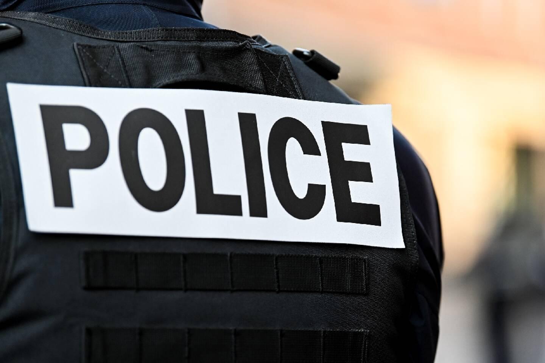 Deux personnes, âgées de 19 et 27 ans, se sont présentées d'elles-mêmes à la police et ont été placées en garde à vue samedi à Bobigny, au lendemain du meurtre d'un garçon de 15 ans à Bondy