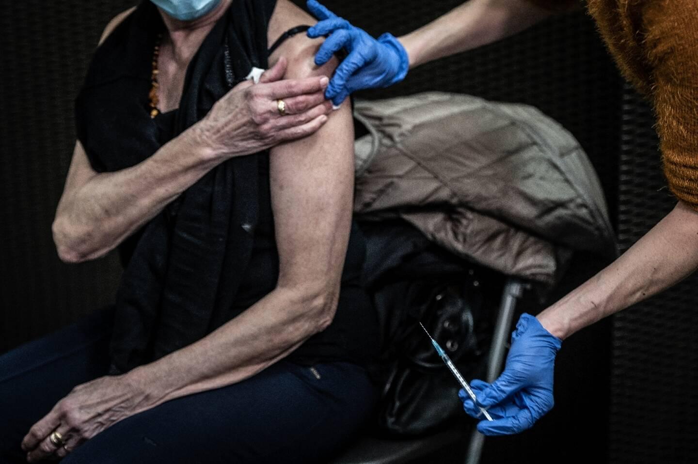 Vaccination contre le Covid d'une femme, le 14 janvier 2021 à Lyon