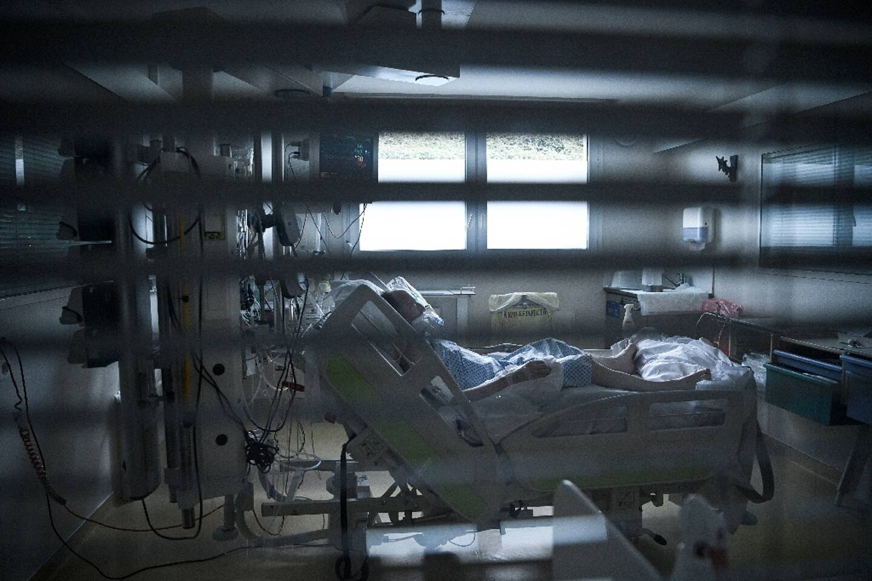Un patient atteint du Covid à l'hôpital Saint Camille à Bry-Sur-Marne, le 15 avril 2021