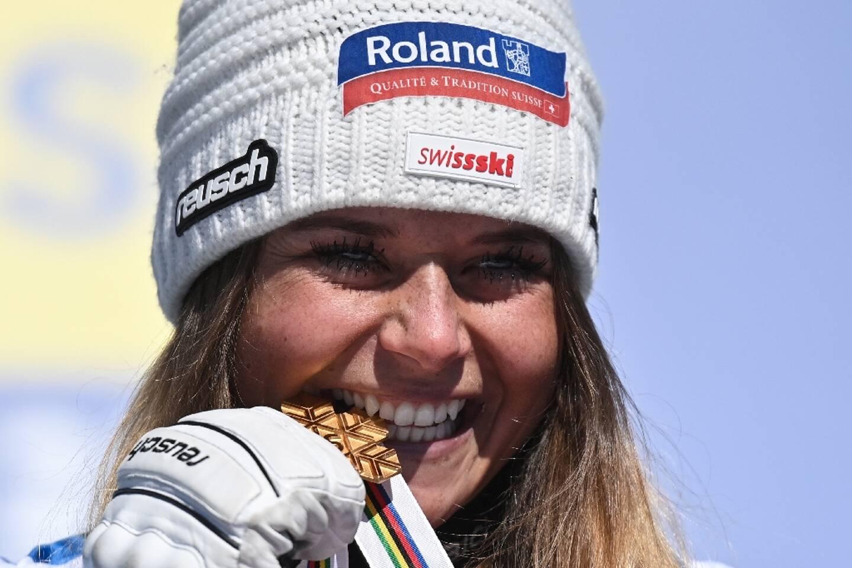 La Suissesse Corinne Suter, médaillé d'or de la descente aux Championnnats du monde, le 13 février 2021 à Cortina d'Ampezzo (Italie)
