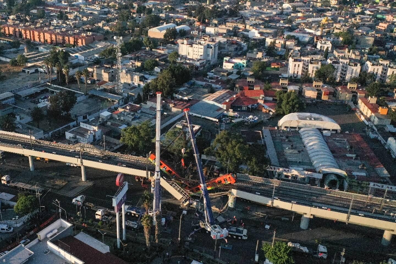 Vue aérienne de la voie de métro aérien qui a rompu le 4 mai 2021 à Mexico