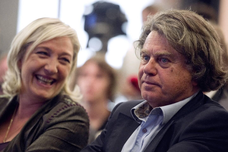 La présidente du Rassemblement national, Marine Le Pen, et l'eurodéputé RN, Gilbert Collard à Paris le 16 juin 2011