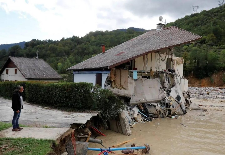 La majeure partie des terrains de Saint-Martin-Vésubie ont été emportés par les eaux. Le couple ne dispose que de deux ans pour reconstruire à l'identique sur la même commune. Une mission quasi-impossible.