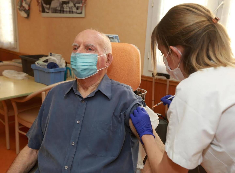 André, 87 ans, a été le premier Varois vacciné contre la Covid-19.
