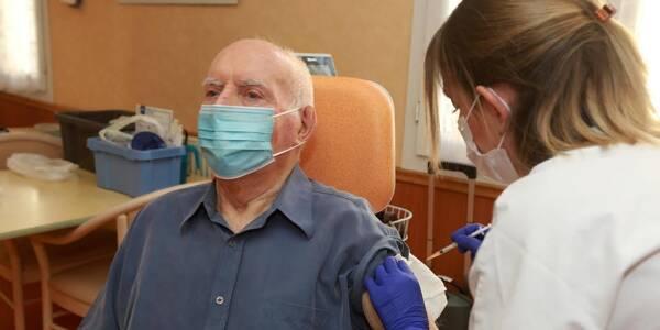André, 87 ans, est le premier Varois vacciné contre la Covid-19.