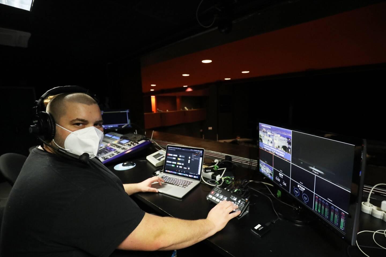 Une équipe dédiée à la retransmission en direct oeuvre pour faire vivre l'expérience du live aux spectateurs.