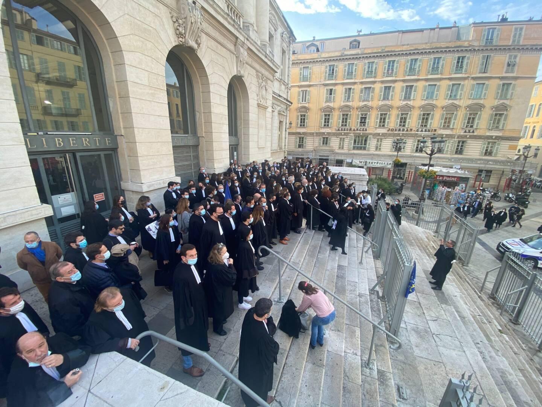 Ils étaient nombreux devant le Palais de justice ce vendredi matin.