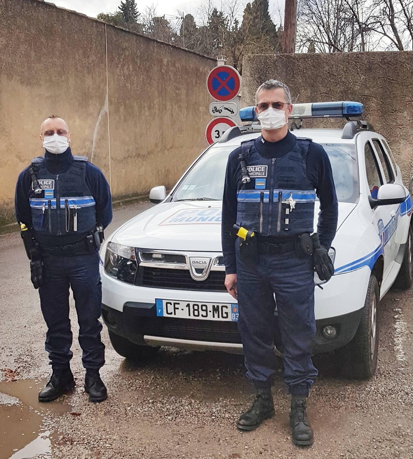 Les policiers municipaux Damien Taulier et Philippe Bernard seront bientôt dotés de jumelles de contrôle de vitesse.