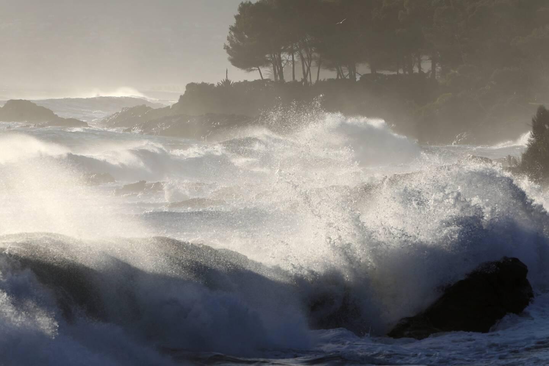 Des vagues sur le littoral varois (image d'illustration).