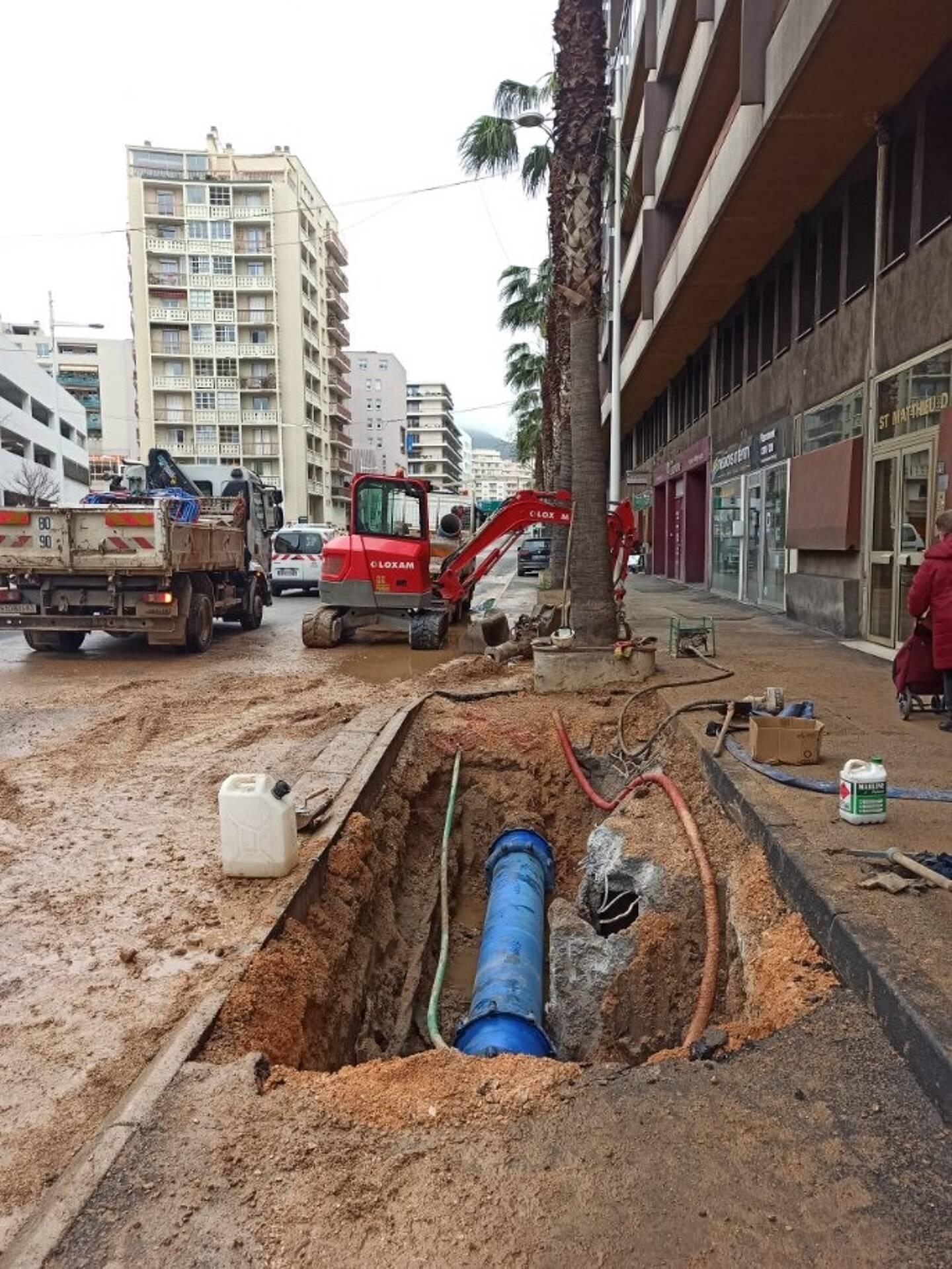 La canalisation a déjà été réparée. Elle est actuellement remise en eau. Le retour à la normale est prévu en fin de matinée.