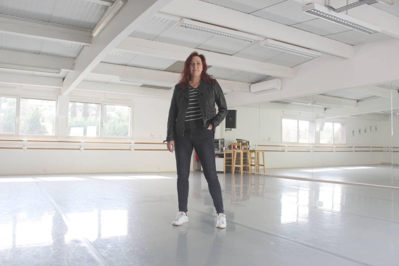 La directrice de l'espace 614 pousse un coup de gueule devant la grande salle vide de l'école de danse