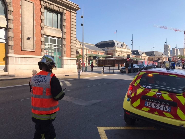Un périmètre de sécurité a été établi autour de la gare.