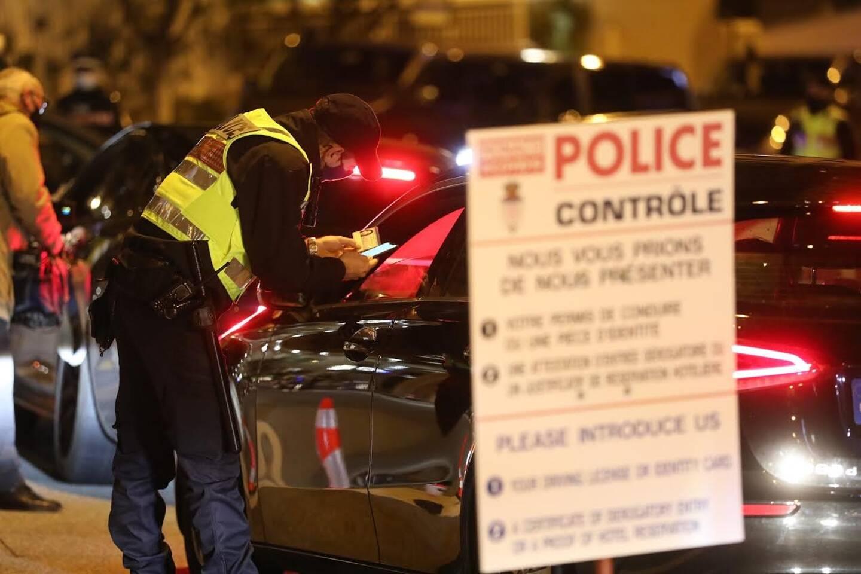 Pour faire la fête à Monaco, il fallait être résident monégasque ou montrer patte blanche aux entrées du pays, solidement gardées par la Sûreté publique.