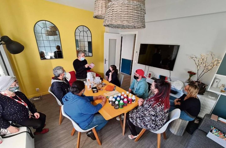 Dans les locaux du Gemm, les adhérents atteints de troubles psychiques stabilisés bénéficient d'ateliers en groupe.