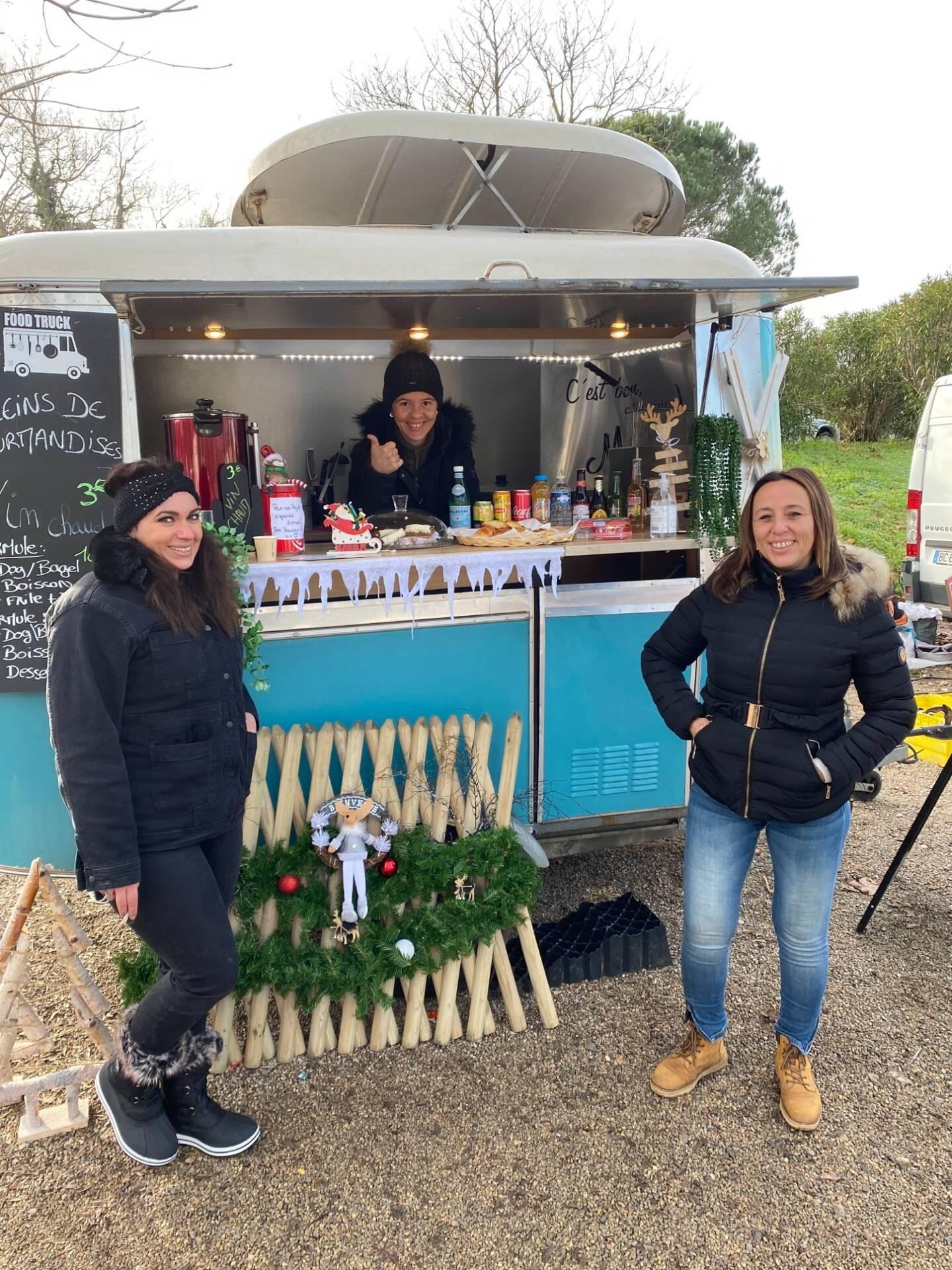 La nouvelle organisatrice Astrid Dulac et les ambassadrices du Nomad Food truck.