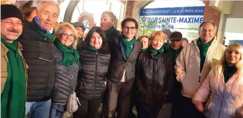 Les écharpes de couleur verte portées par Valérie Mora (au centre) et certains membres et sympathisants de sa liste Servir Ste-Maxime ont aussi fait l'objet d'arbitrages sur le compte de campagne de la candidate.