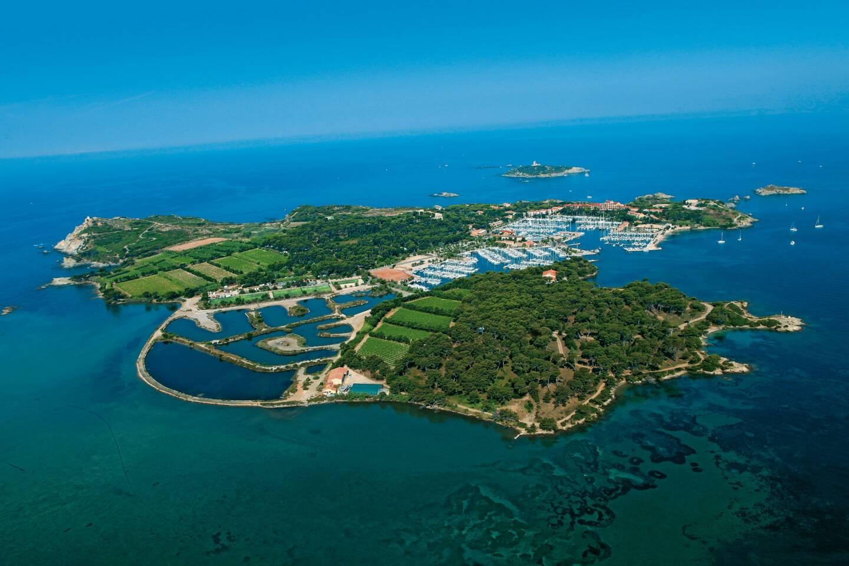 Les îles Paul Ricard, Bendor et Les Embiez.