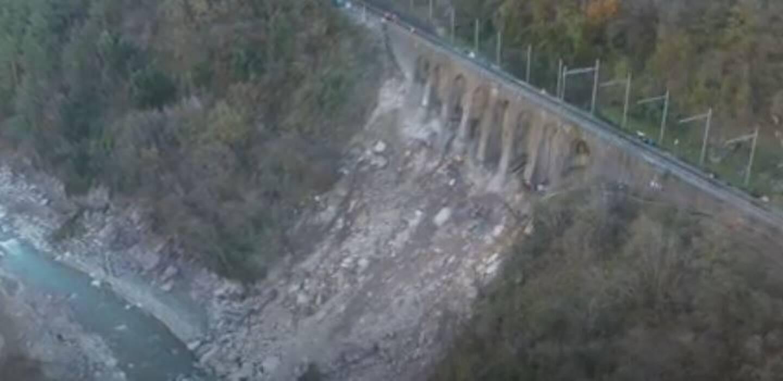 Le pont à arcatures de Fontan, fragilisé par la crue historique de la Roya le 2 octobre.