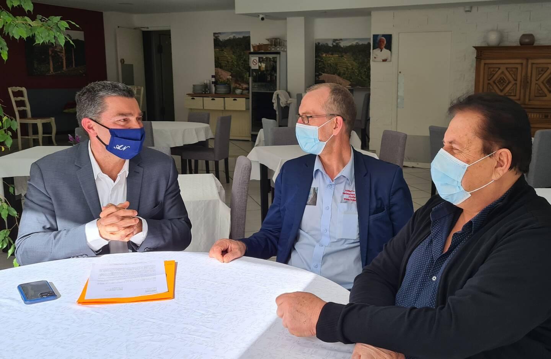 Visite de travail à l'hôtel de la Mer pour le député Eric Pauget (à gauche) et l'exploitant Eric Ramos au centre.