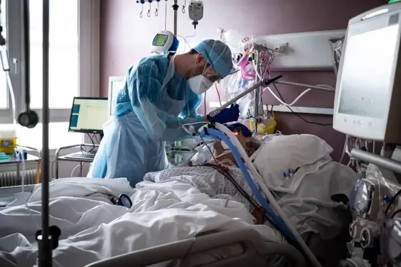 Un patient Covid-19 en réanimation
