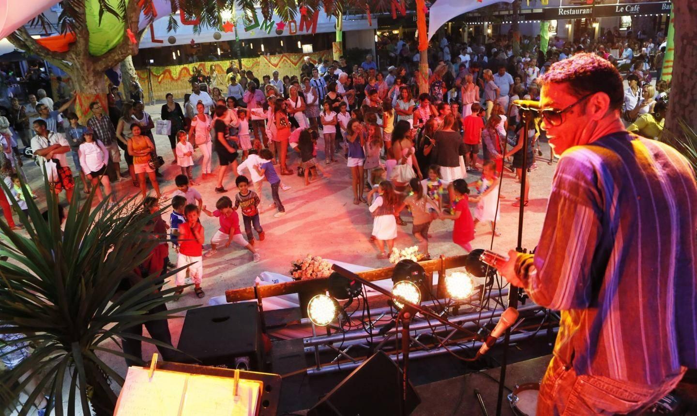 La fête de la musique en 2013 à Saint-Tropez, place des Lices.