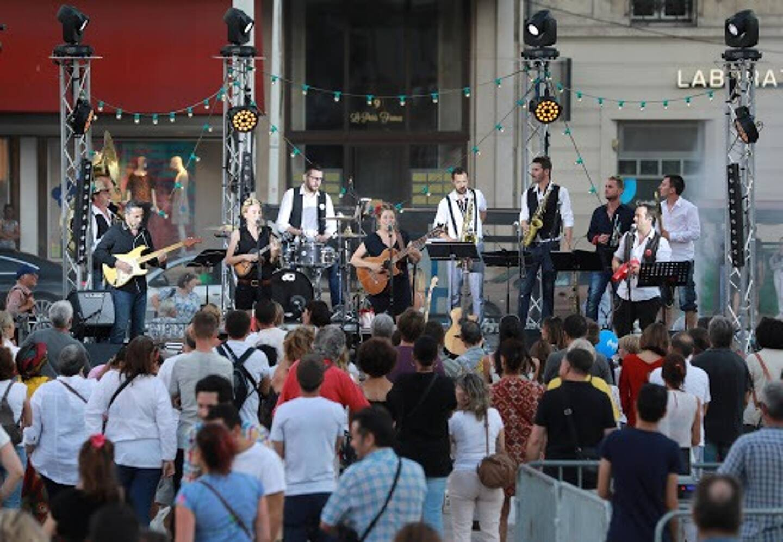 Face aux restrictions sanitaires, Toulon a choisi de reporter la Fête de la musique.