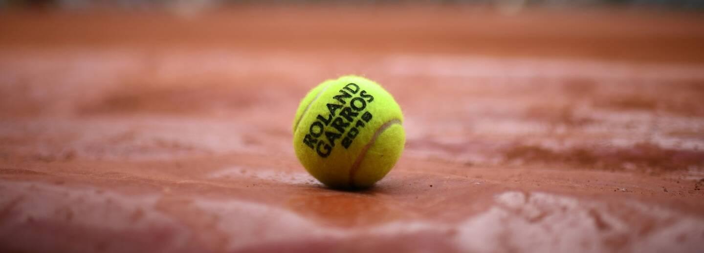 L'édition 2021 du tournoi de Roland-Garros a été décalé d'une semaine.