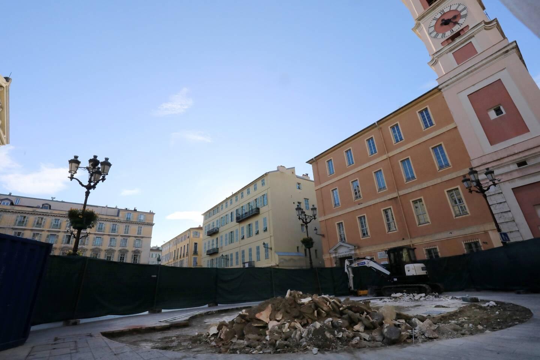 La fontaine du palais de justice de Nice a été détruite pour laisser place a une future œuvre d'art. Une décision polémique en ville.