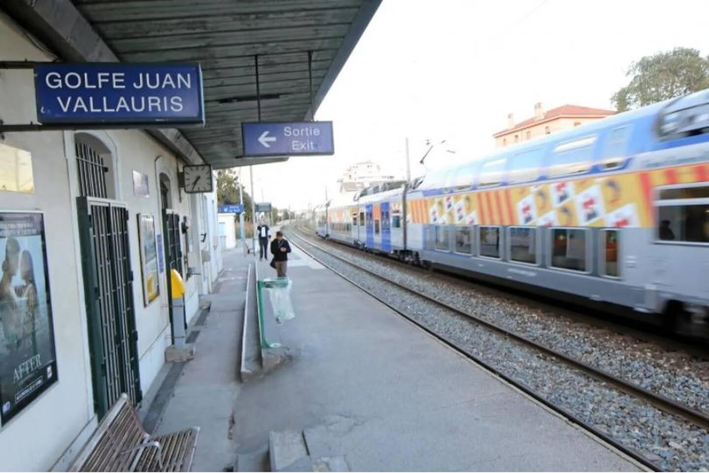 La gare de Golfe-Juan, illustration.