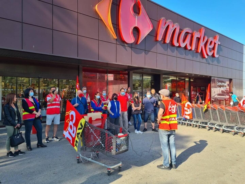 """Samedi matin, la CGT dénonçait le """"plan Bompard"""" prévoyant la location-gérance des magasins Carrefour."""