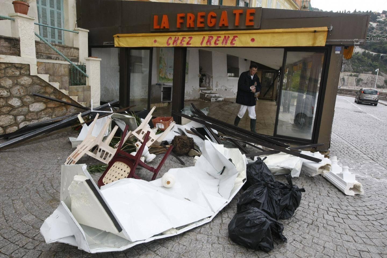 A « La Frégate » à Villefranche, il ne reste presque plus rien. Les vagues ont tout emporté dans leur va-et-vient destructeur.