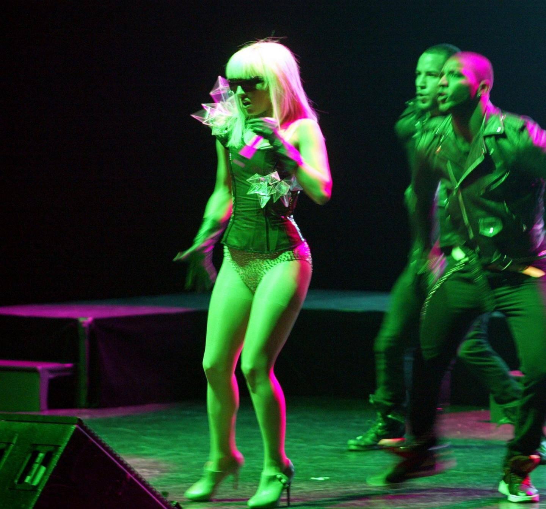 Mademoiselle Gaga, reine de l'excentricité,lors d'un concert au Grimaldi Forum de Monaco.