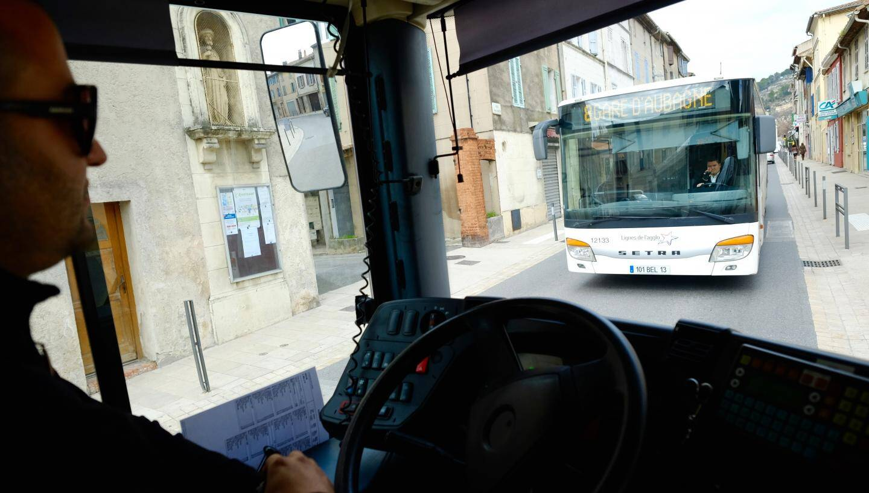 Un bus peut parfois en cacher un autre.