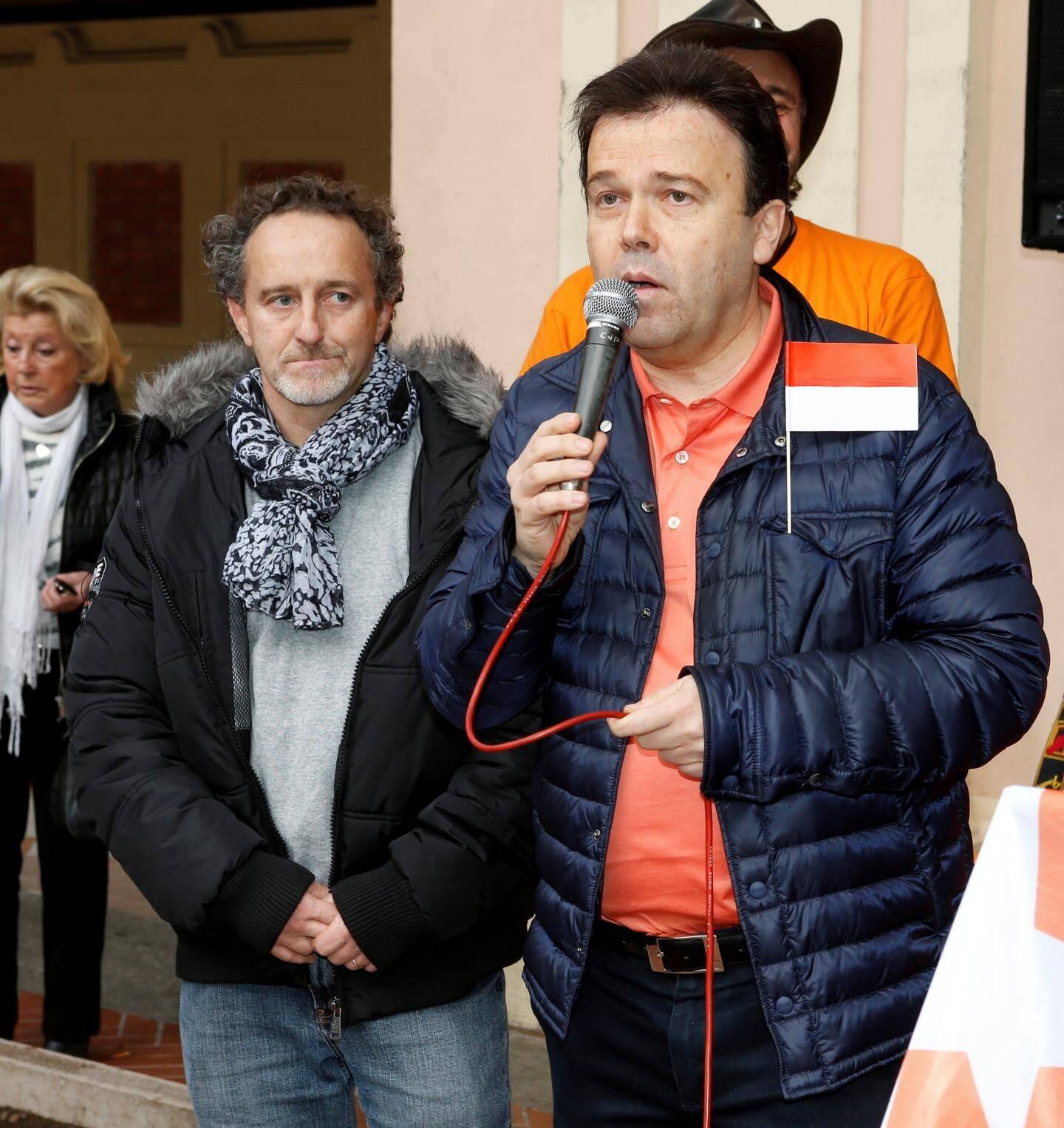 Rassemblement place d'Armes avec chanson et discours de Stéphane Valeri, parrain de la Fondation.