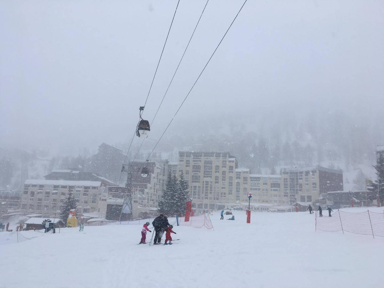 L'ensemble du domaine skiable d'Isola 2000 est ouvert et la quasi-totalité des pistes et des remontées mécaniques sont en fonction depuis cette date.