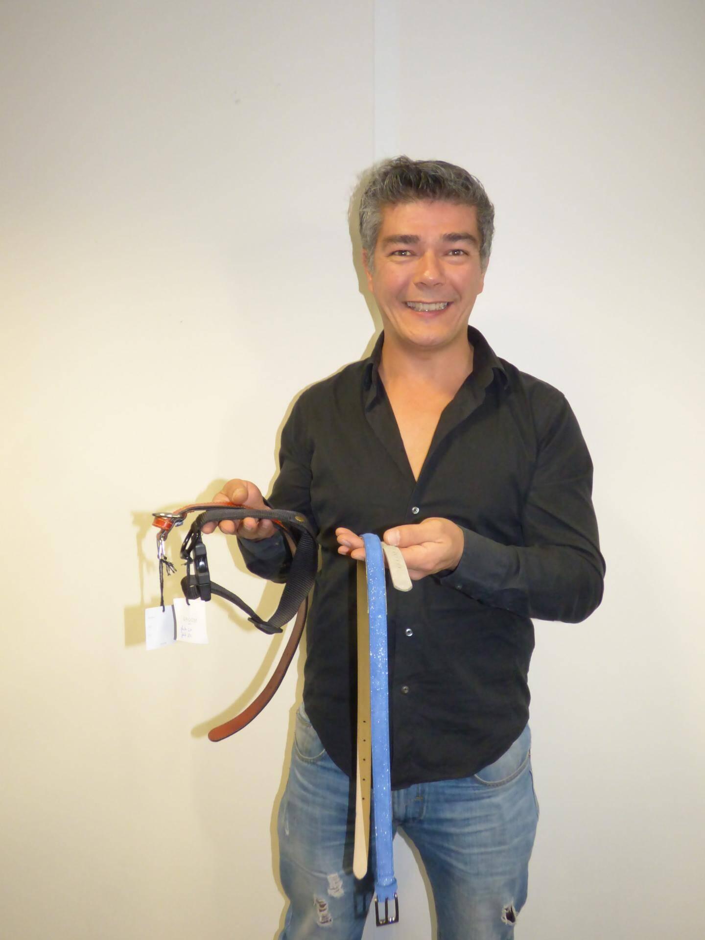 Dans ces ceintures ou bien ces colliers pour animaux, se trouve une balise de déplacements biocompatible.