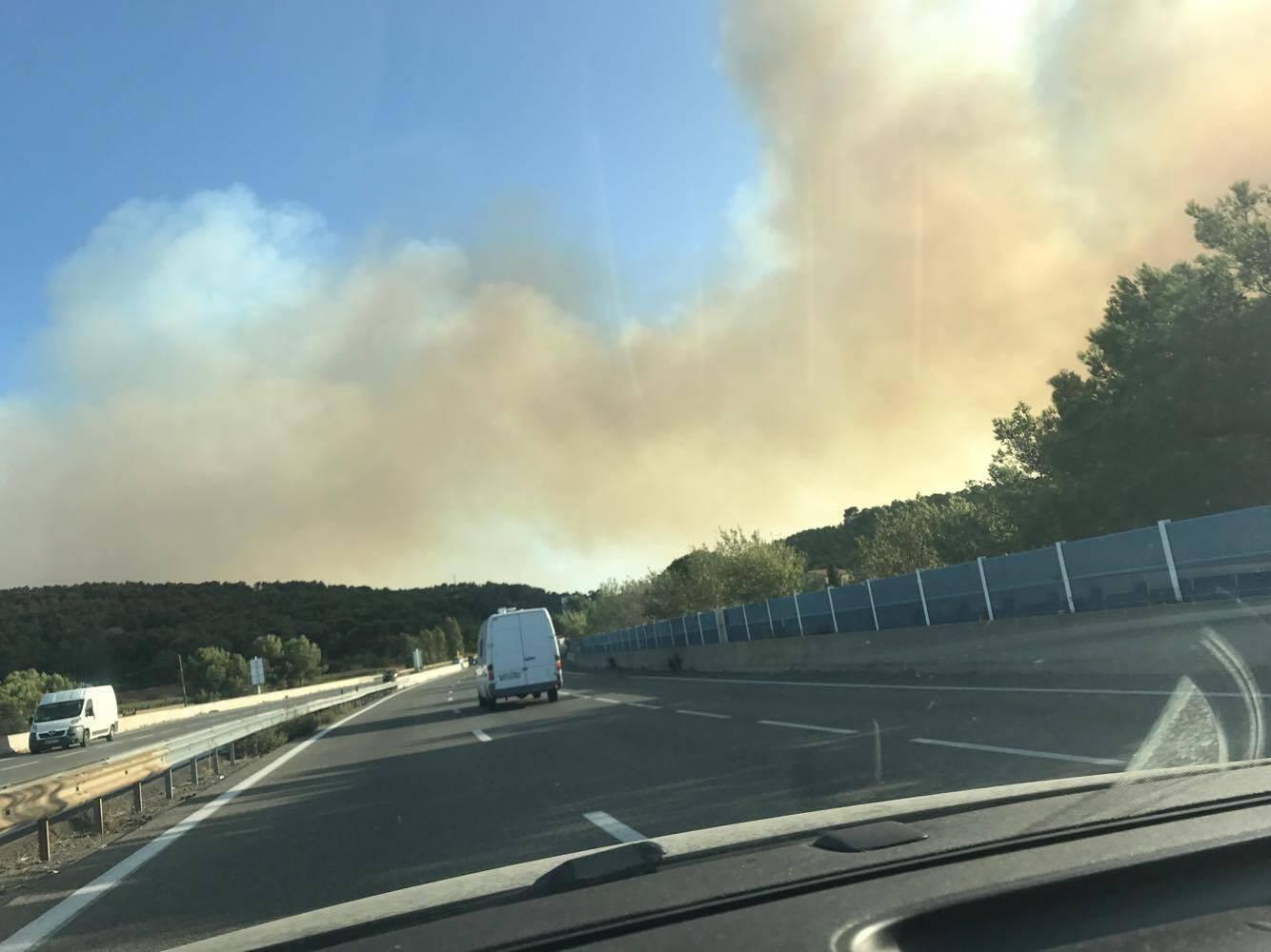 Le feu d'Aubagne vu de l'A50.