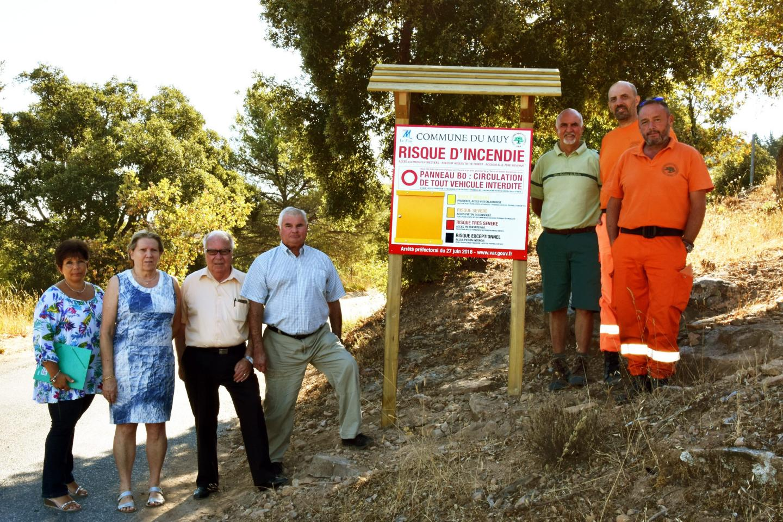 Le CCFF a présenté la nouvelle signalétique de l'ONF au service environnemental et aux adjoints Renée Dombry et Sylvain Sénès.