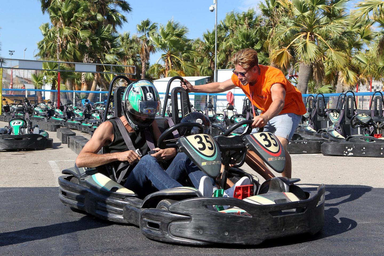 Le kart biplace permet aux parents d'accompagner leurs enfants sur le parcours.
