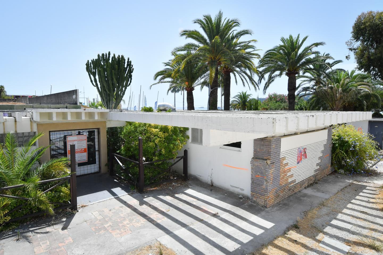 Depuis déjà bien longtemps, les accès du Solenzara sont condamnés par des murs en béton ou du grillage.