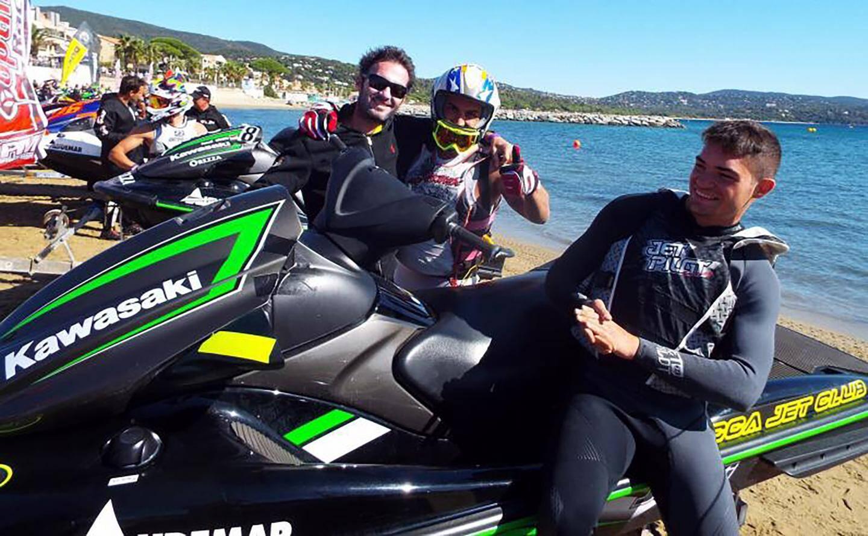 Le multiple champion du monde Teddy Pons est venu de Hyères pour encourager ses pilotes du Team Audemar.
