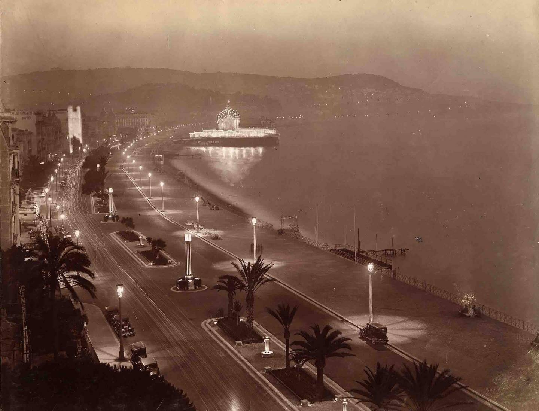 Une vue nocturne du casino de la Jetée-Promenade.
