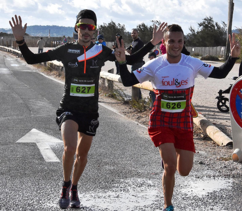 Fabien Sévilla (au centre) n'a rien pu faire face à la vitesse de Nicolas et Julien Navarro.