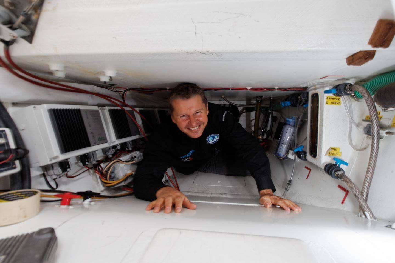Navigateur autodidacte, Alain Thébault s'est d'abord fait un nom en côtoyant Eric Tabarly.