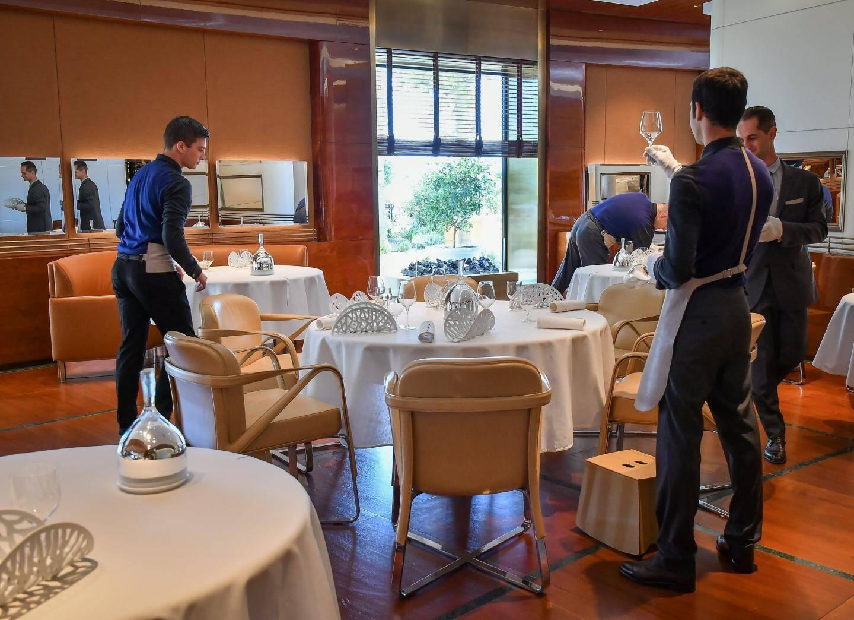 Au Louis-XV, la soirée se déroulera dans l'espace temporaire du restaurant installée au pied de l'aile Rotonde de l'Hôtel de Paris.